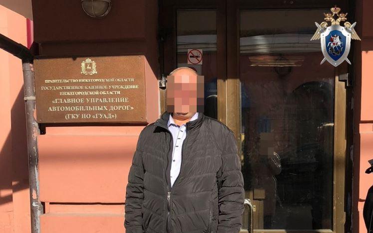 Экс-сотрудник нижегородского главного управления автомобильных дорог подозревается в получении взятки