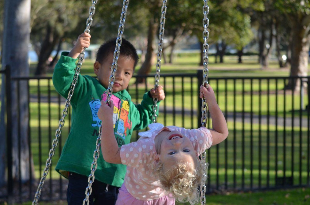 Чужим здесь не место: детская площадка стала поводом для конфликта