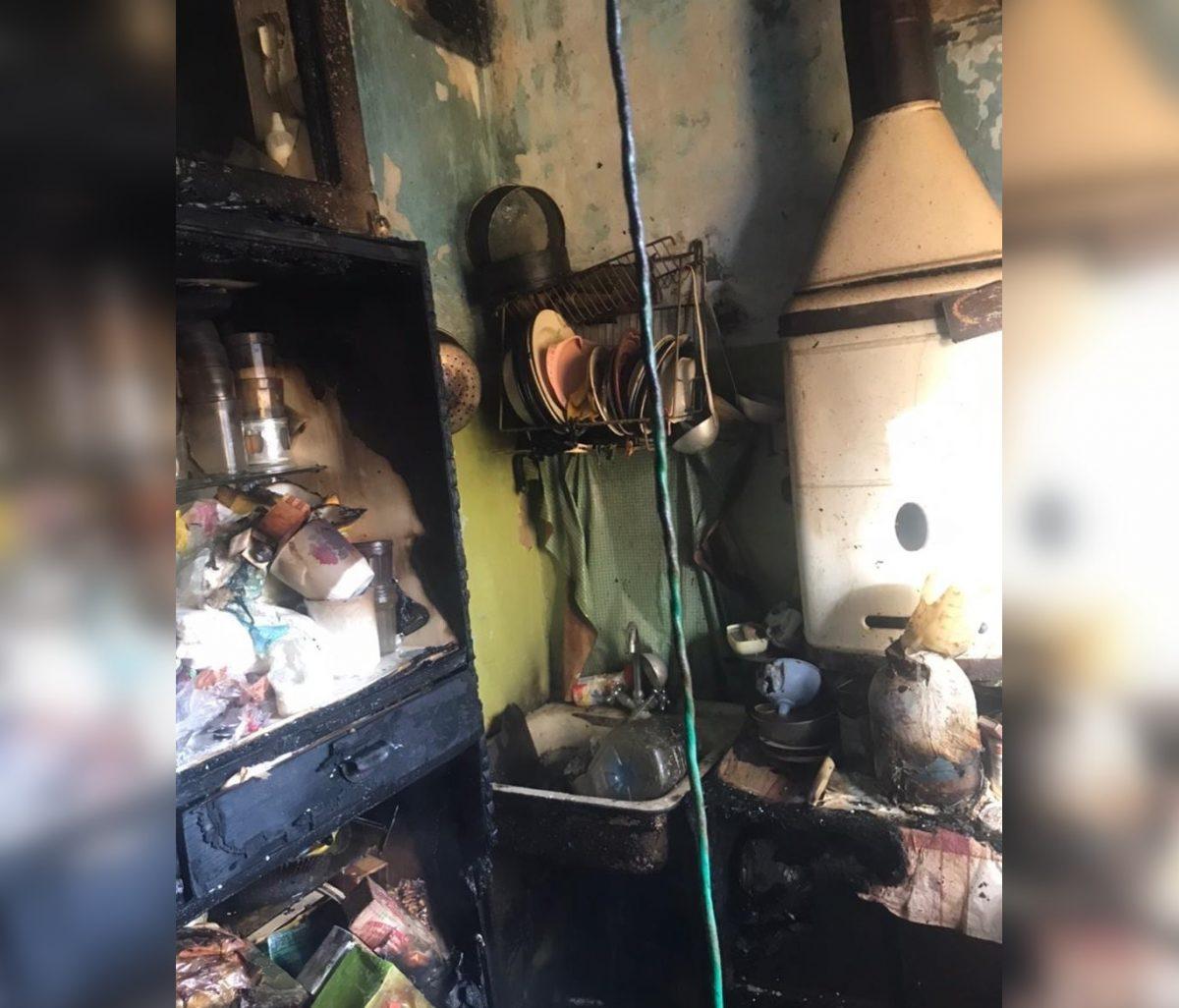 Два человека пострадали при пожаре в пятиэтажке в Володарском районе