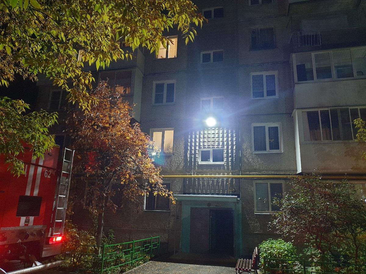 Два человека отравились угарным газом в многоквартирном доме в Дзержинске