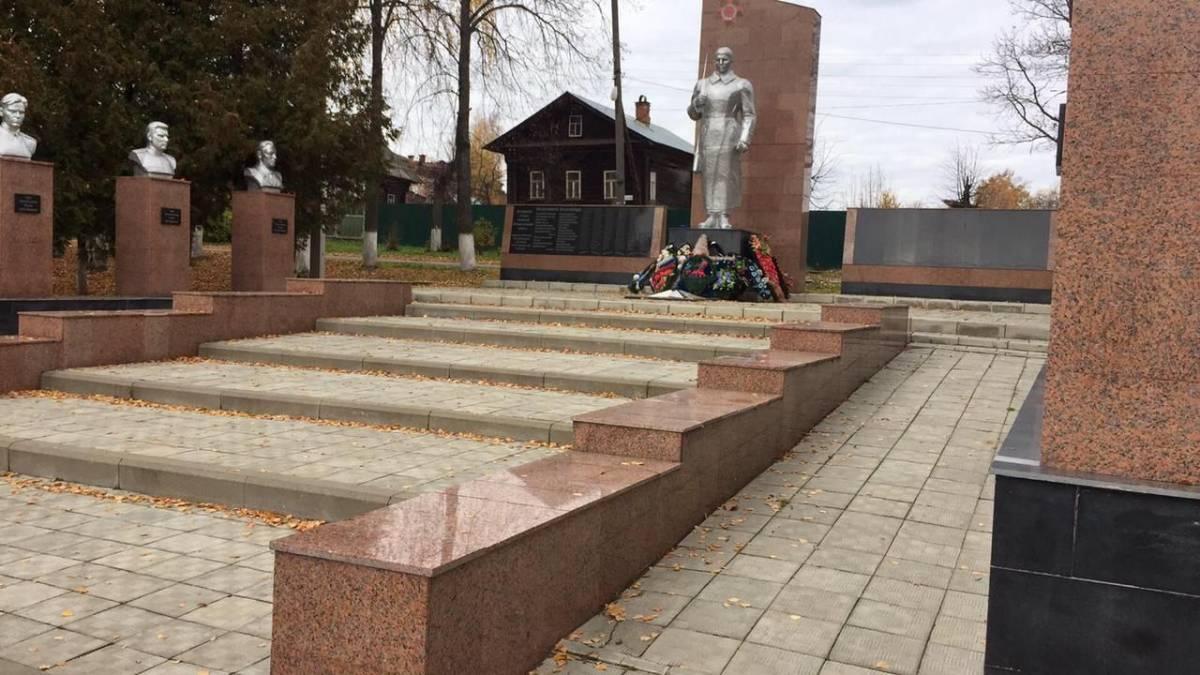 Памятник героям Великой Отечественной войны в Ветлуге отремонтировали