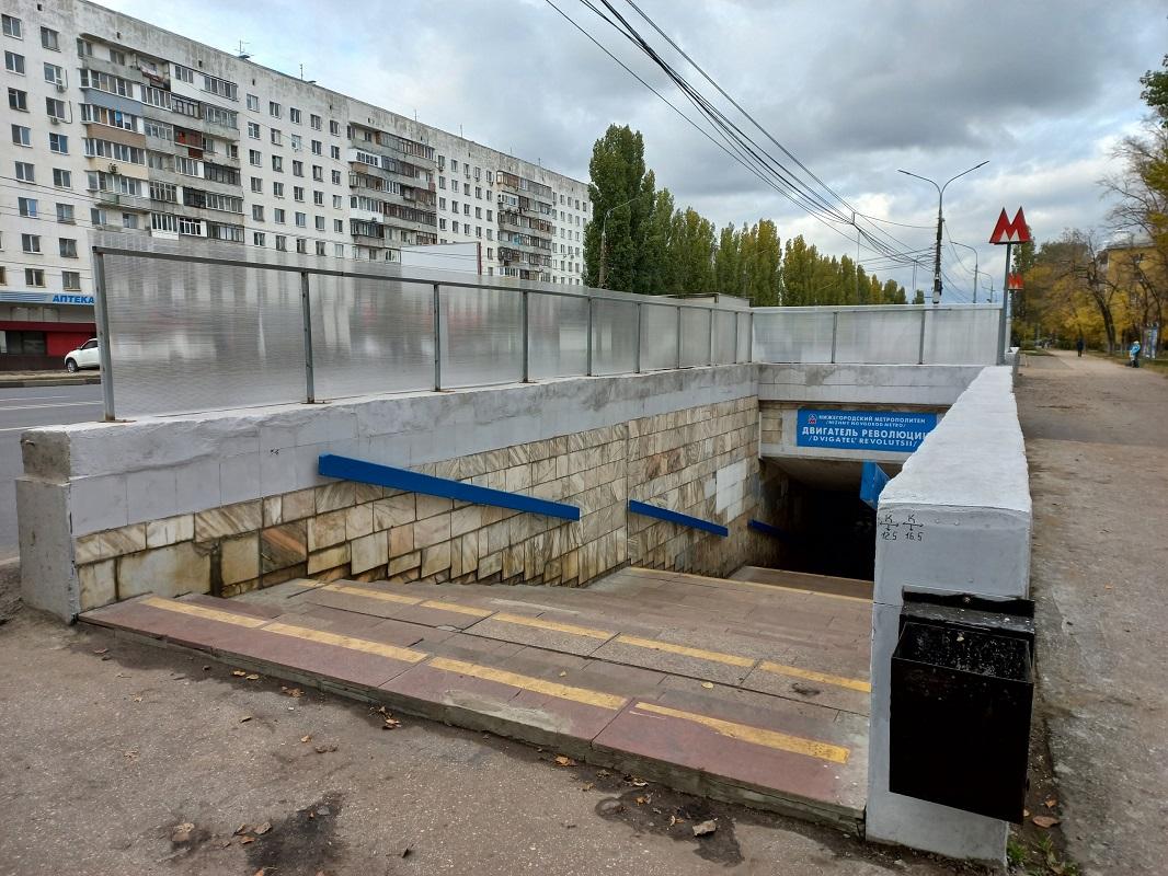 Ограждения установили над входом в нижегородское метро