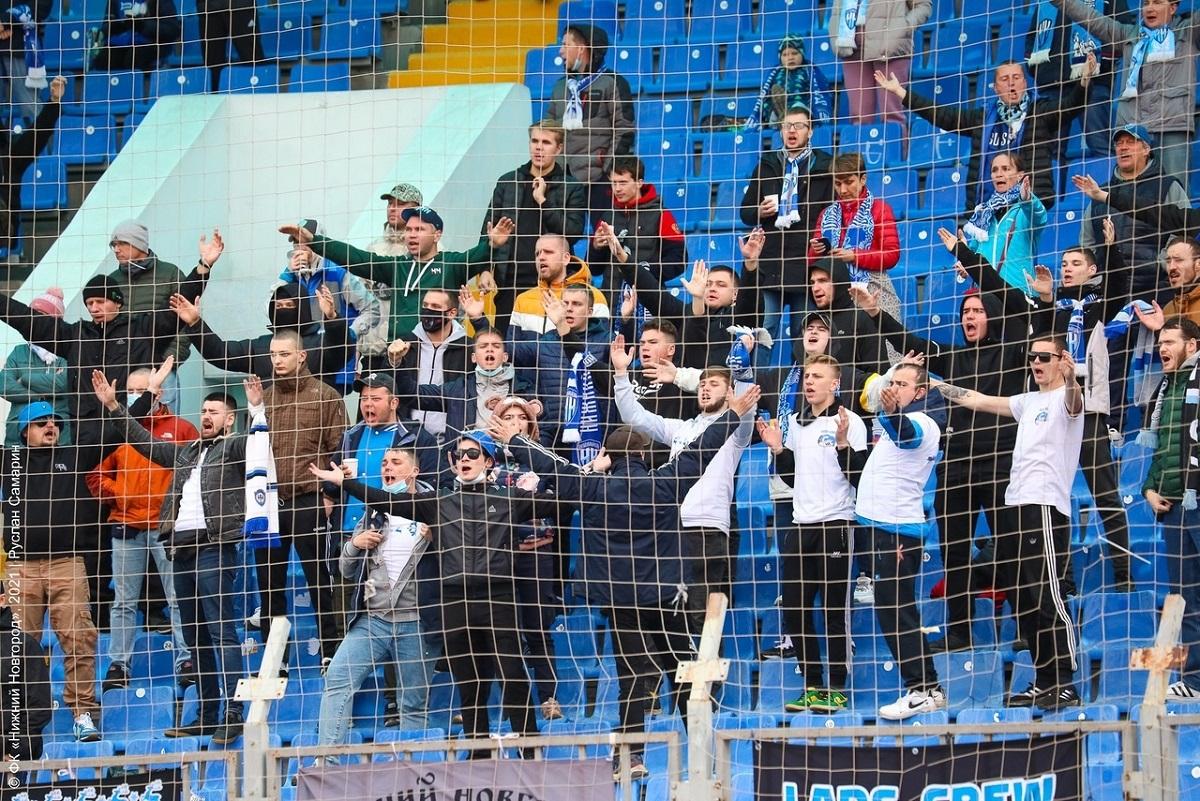 Футбольный клуб «Нижний Новгород» оштрафовали из-за болельщиков, нарушающих социальную дистанцию