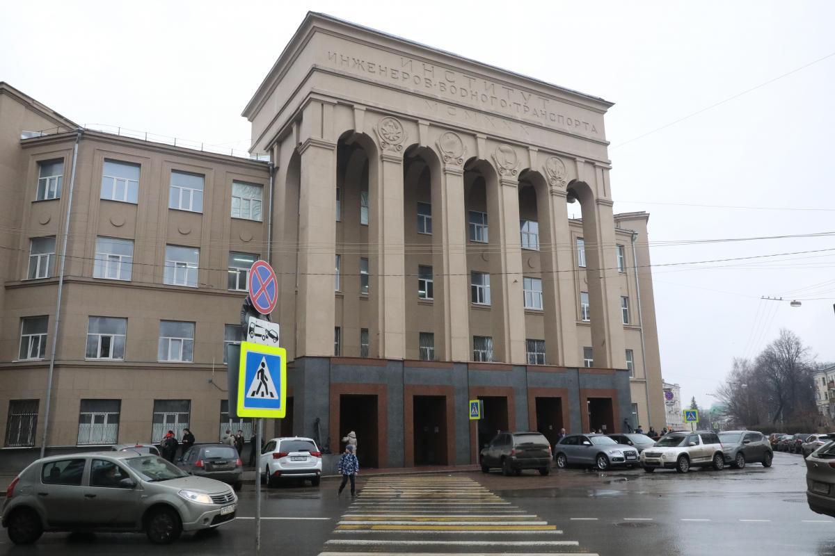 Четырнадцать непривитых от коронавируса сотрудников ВГУВТ отстранили от работы